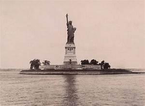 Bild New York Schwarz Weiß : die historische schwarz wei fotografie zeigt die freiheitsstatue in new york um 1886 die ~ Bigdaddyawards.com Haus und Dekorationen