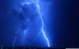 Lightning Strike Wallpaper - WallpaperSafari