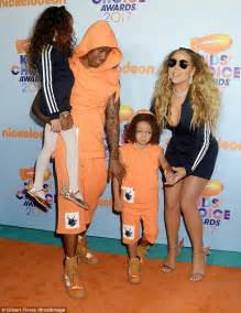 Mariah Carey steps out with family to Kids' Choice Awards ...