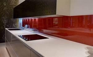 Découpe et installation de crédence de cuisine en verre à Toulouse Menuiseries Doumenc