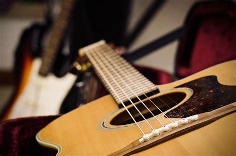 Sekarang kita membahas khusus alat musik harmonis. 19+ Alat Musik Harmonis Contoh dan Penjelasan Lengkap