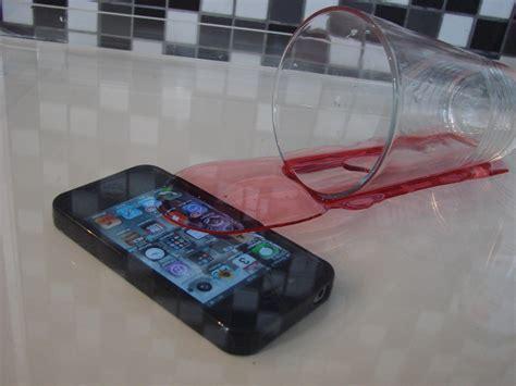 que faire si votre iphone tombe dans leau pratique fr
