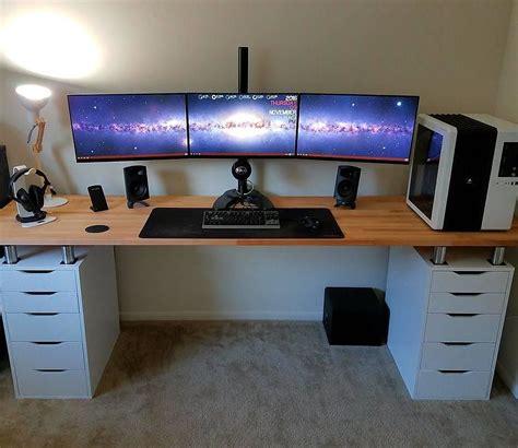 Bahan meja biasanya terbuat dari bahan triplek atau bahan mdf sehingga membuat harga meja komputer ini cukup terjangkau. 19 Desain dan Model Meja Komputer Gaming Lagi Ngetrend ...