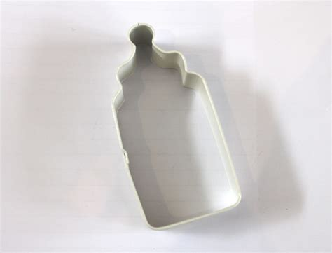 baby bottle cutter  biscuit