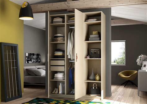 rangement chambre adulte armoire de rangement dans une chambre