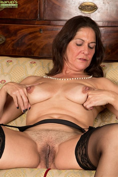 Luxury Matron In Stockings Spreads Experienced Pussy Lips