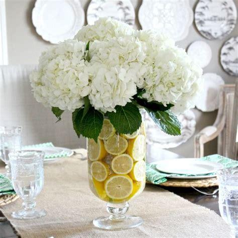 Tischgestecke In Glas by 25 Best Ideas About Lemon Vase On Lemon