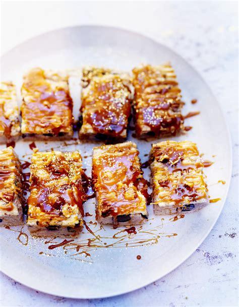 cuisine pour noel facile dacquoise marron caramel et myrtilles pour 6 personnes