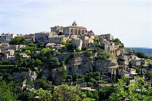 Chateau De Gordes : why you have to visit this hilltop village in the south of ~ Melissatoandfro.com Idées de Décoration