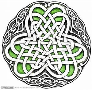 Tattoos and doodles: Celtic circle - Irish shamrock?