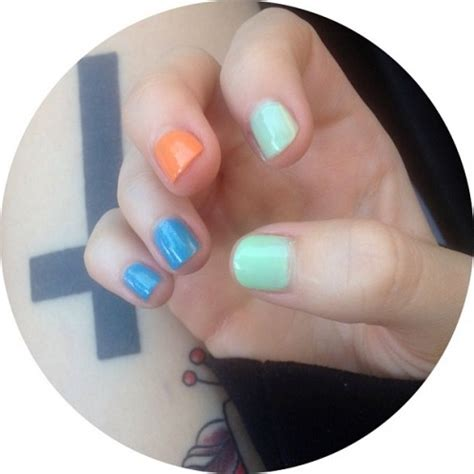 hayley williams blue mint green orange nails steal