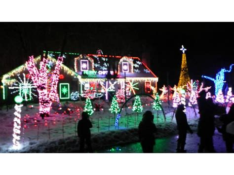 amazing light show at the christmas house in wilmette