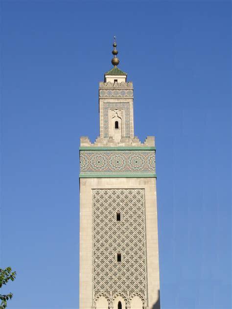 Si vous visitez paris, et vous loger dans un b&b paris dans le quartier latin, l'institut musulman de la grande mosquée de paris fait partie de la liste de bonnes adresses à recommander à paris. File:Grande Mosquée de Paris, minaret.JPG - Wikimedia Commons