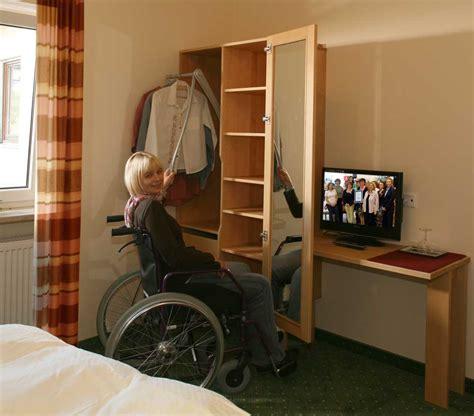 barrierefreies und rollstuhlgeeignetes hotelzimmer