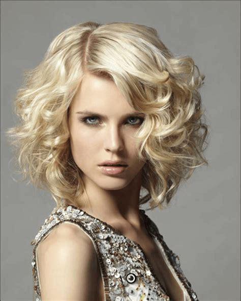 bob frisuren stylen locken mittellange blond haare bob