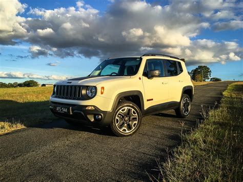 jeep trailhawk 2016 white 2016 jeep renegade trailhawk review caradvice
