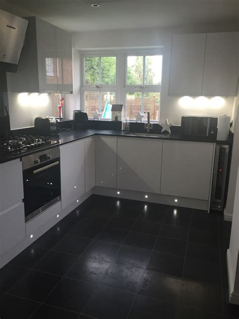 Everyday Kitchen Table Centerpiece Ideas - high gloss black kitchen worktops contemporary home design ideas