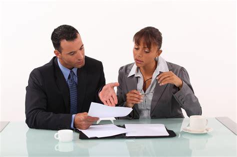femme de m age bureau egalité femmes hommes le rattrapage des salaires exige