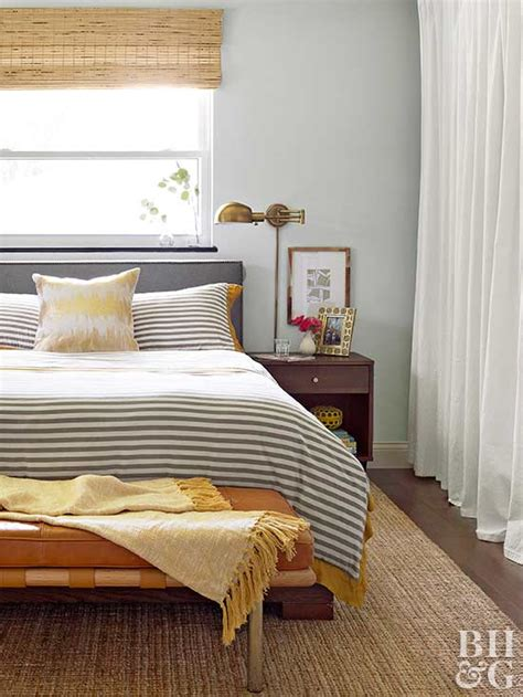 Decorating Small Bedroom by How To Decorate A Small Bedroom