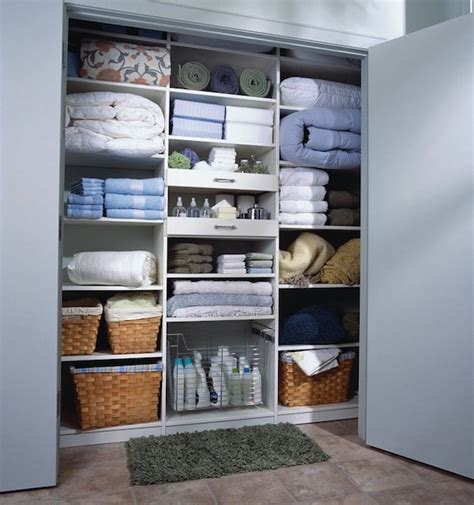 3 linen closet organization ideas to clean and make space