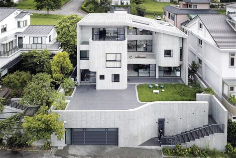 Brutalist-style House In Northern Taiwan / Yuan Architects