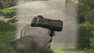 Suspects threaten Albuquerque neighbors with gun - YouTube