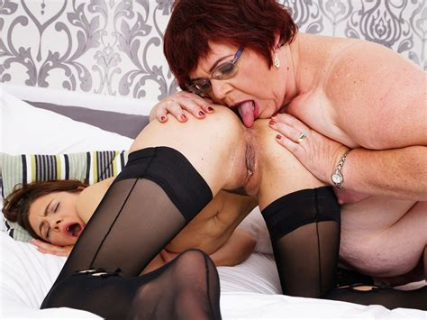 Lesbian Bbw Mature Licks Out A Hot Brunette Teen On