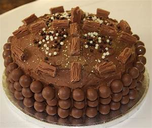 Chocolate Birthday Cakes – Top Tips for decorating with ...