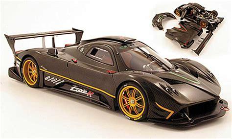 Pagani Zonda R Carbon Design 2007 Autoart Diecast Model