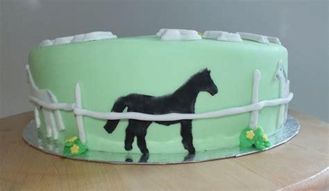 besondere anlaesse  pferde torte fuer reitstall