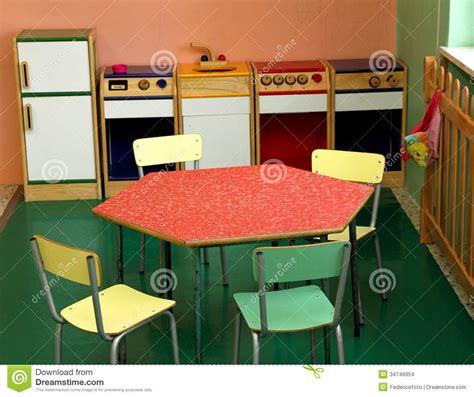 cuisine jouer jouez la cuisine et les chaises pour jouer dans une crèche