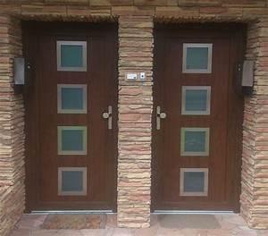 Hliníkové vchodové dveře do paneláku