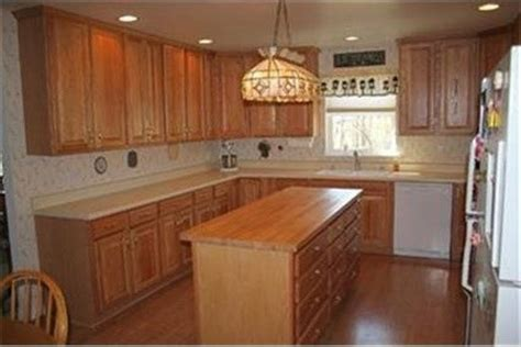 My Kitchen Has White Appliances And Light Oak Cabinets