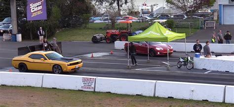 Tesla Model S P100d Drag Races Dodge Challenger Srt8