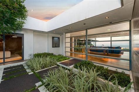 The house has four bedrooms and six bathrooms on two floors. Matthew Perry Selling Home in Los Angeles | POPSUGAR Home ...