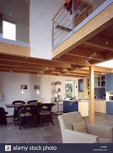 Haus Mit Galerie Im Wohnzimmer : einfamilienhaus wohnung k che esszimmer esstisch obergeschoss galerie moderne wohn haus ~ Orissabook.com Haus und Dekorationen