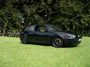 Golf 4 Noir : volkswagen golf 4 gti miniature full black revell 1 18 voiture ~ Gottalentnigeria.com Avis de Voitures