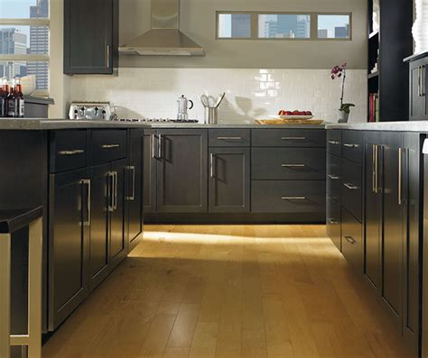 prelude vs reflections cabinets at lowes find your style jamestown maple