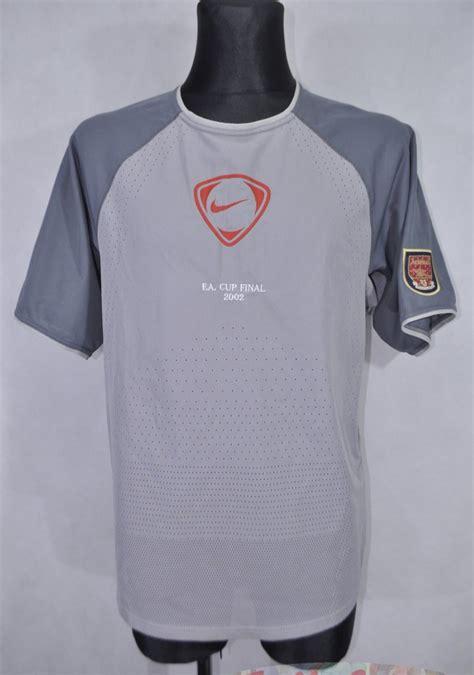 Arsenal Training/Leisure football shirt 2001 - 2002.
