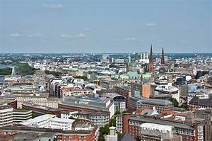 Parkhaus Innenstadt Hamburg : hamburg innenstadt mit rathaus st jacobi und st petri kirche links am bildrand ~ Orissabook.com Haus und Dekorationen