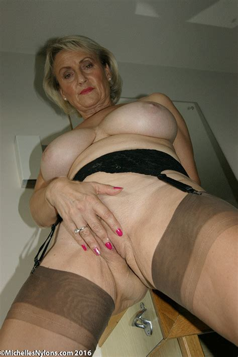 Mature Michelles Nylons Rubs Twat In Stockings