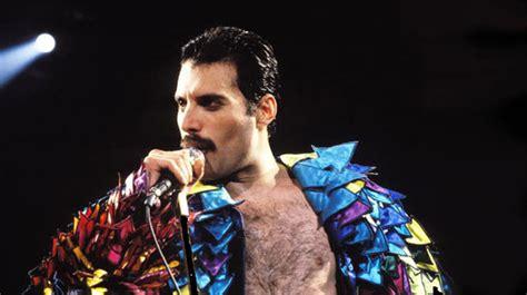 Queen, ο Freddie Mercury τραγουδά «we Are The Champions