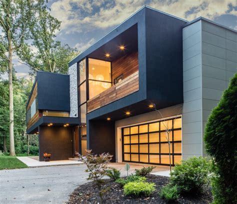 Modern House In Villanova Epe, Stone, Drivet And Nichiha