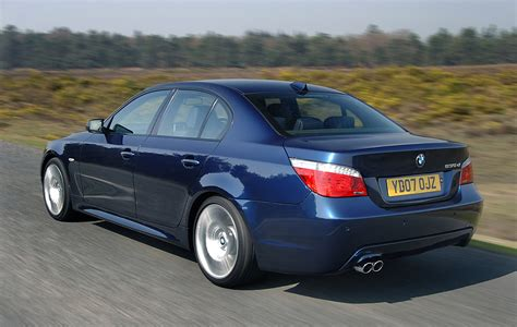 bmw  series saloon   features equipment