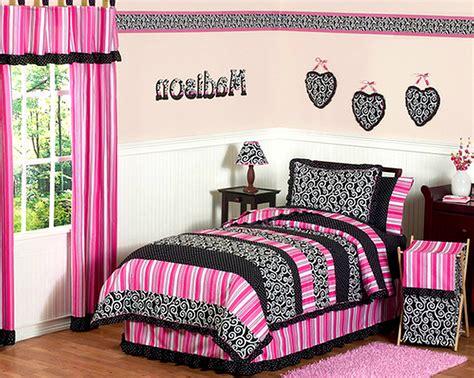Light Pink And Black Room Decor