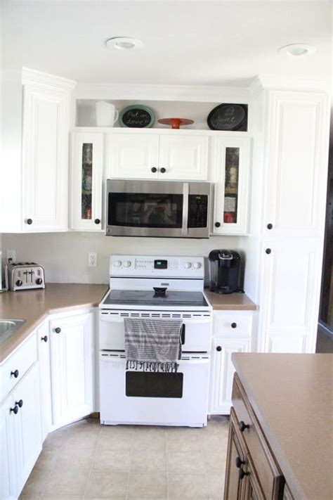 spray kitchen cabinets how to spray paint cabinets like the pros bright green door 2433