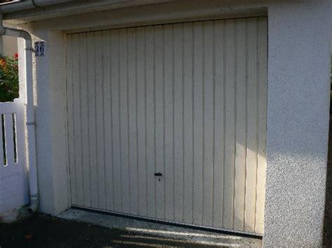 Porte De Garage Basculante à Donner à Olivet