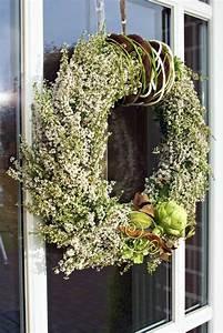 Kränze Binden Aus ästen : der kranz aus wei en erica gracilis wurde mit filzb ndern ~ Lizthompson.info Haus und Dekorationen