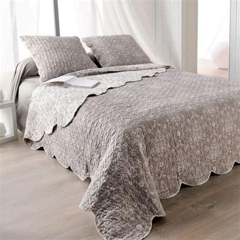 linge de maison boutis boutis et taies d oreiller 230 x 250 cm prairie taupe couvre lit boutis eminza