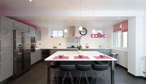 modele de cuisine design italien modele cuisine avec ilot avec ilot central cuisine moderne grand volume equipee avec ilot le
